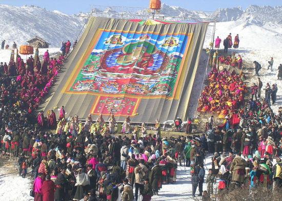 唐卡内容繁多,既有多姿多态的佛像,也有反映藏族历史和民族风情的画面。分分快三软件破解版下载