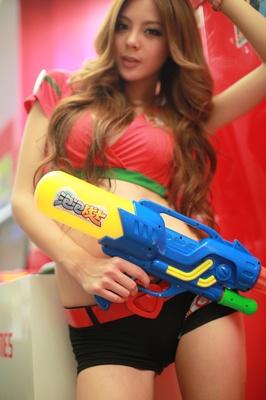 想打水枪大战,就玩《泡泡战士》哦!