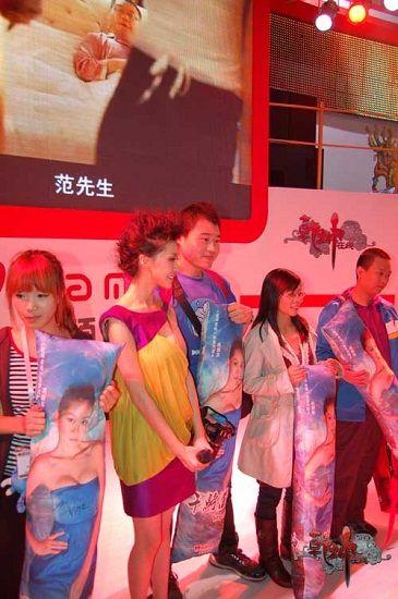 miumiu巩新亮代言旗下新作《乾坤在线》