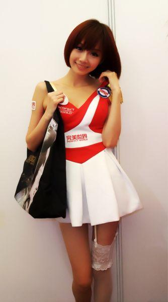 完美世界魔鬼身材包和完美SG的甜美笑容