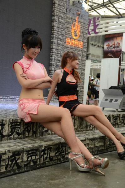 主持和Showgirl比靓比腿长,你的镜头为谁而留?