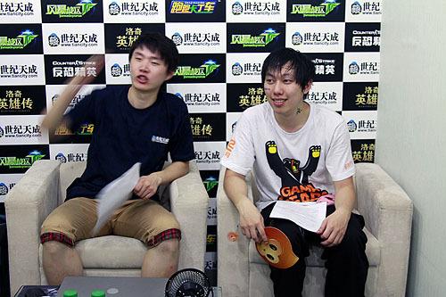 毫无紧张感的采访现场,两个大男孩好似兄弟。