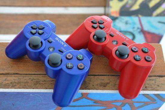 支持玩家使用PS3的无线控制手柄DualShock 3