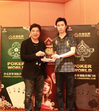 将参加WSOP的锦标赛冠军戴成