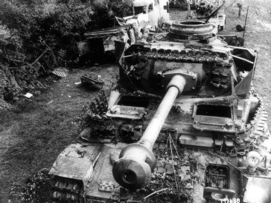 ����4_德军遗弃的4号坦克 可能是法莱斯