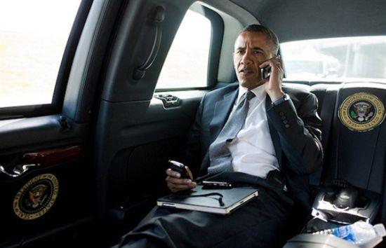 奥巴马也想要iPhone 6 无奈只能用黑莓