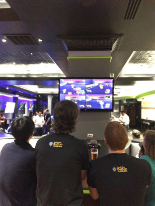 美国玩家开设电竞主题酒吧 吃喝玩一条龙