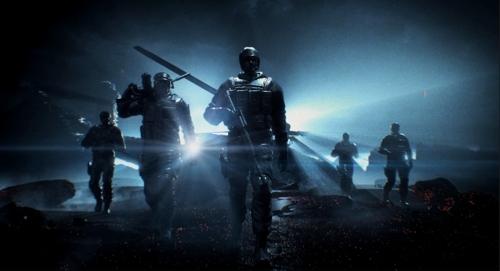 黎明曙光中,再次上膛即将启程;掩护战壕里,背后战友突变对手;冰冷战场
