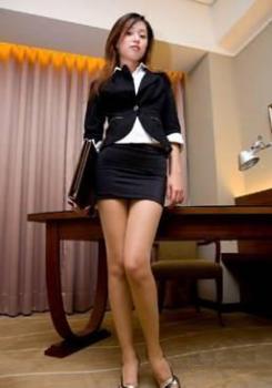 《游戏人生》护士美眉pk性感女秘书