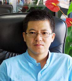 中娱在线董事长谢成鸿祝新浪游戏频道在2011成为中国游戏产业媒体力量的领头羊!