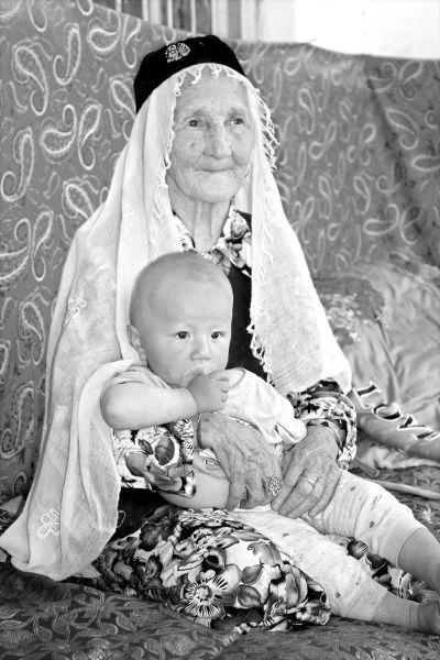老人迪拉热姆罕