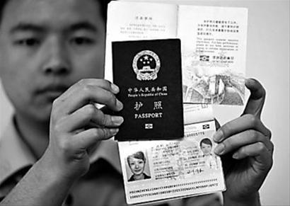 然而,这本护照却让人看到了在当时的历史背景中,走出国门的艰难与艰辛