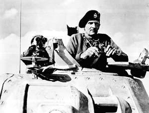 一九四二年十一月,蒙哥马利元帅在北非战场