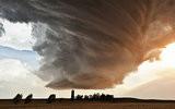 女摄影师拍壮观风暴