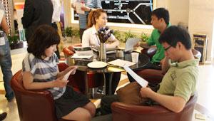 会员们讨论楼盘信息