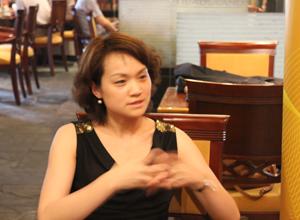 创源天地置业营销总监吕俊华正在介绍自己的项目