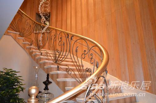 环形楼梯下手绘线稿