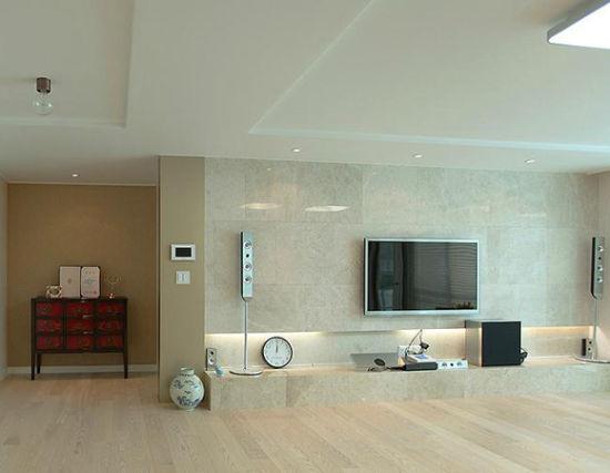 客厅 编辑点评:米色木地板搭配韩国风深红色原木抽屉