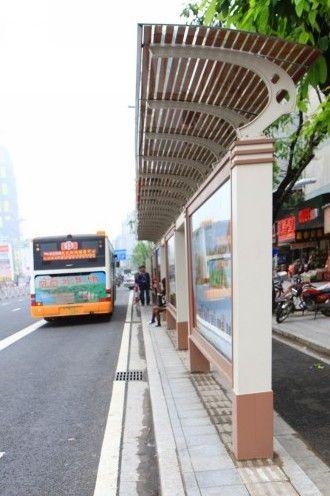 现代风情公交候车亭将亮相城东新区高清图片
