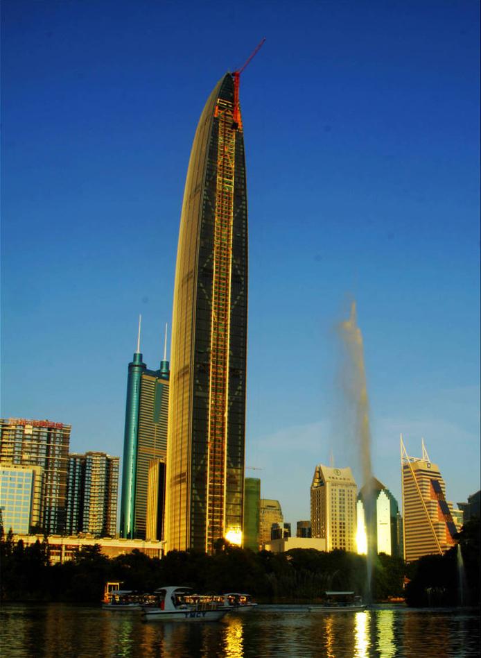 深圳京基100中心广场建筑高度:441.8米 建筑造价:50亿人民币