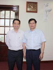 箭牌谢岳荣与越南陶瓷建材协会会长合影