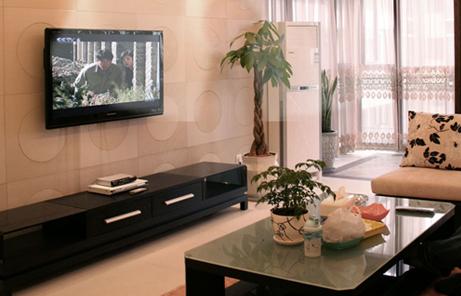 装饰石膏角线,欧式水晶吊灯共同打造出了客厅舒适的