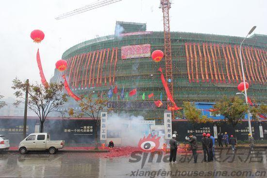 襄阳市新行政服务中心落成封顶