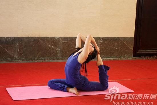 瑜伽教练精彩瑜伽表演