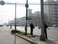 亿城天筑 实景图 旁边的公交