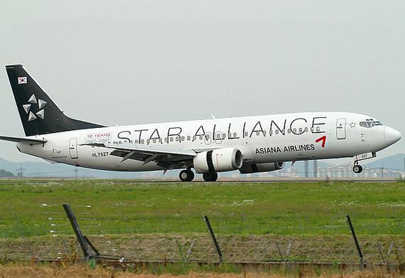 千里之行,始于足下。 韩亚航空公司成立于 1988 年,当时是韩国的第二家全国航空公司。 韩亚航空公司在 2003 年庆祝成立 15 周年之际,作出了一个重大举措,即加入星空联盟网络。   在多年来,韩亚航空公司的主要目标一直是为乘客提供最高的安全性和服务标准。 韩亚航空公司努力规范其所有员工的想法和行动,采用安全无妥协这一说法作为其任务主旨。 为了实现安全无妥协这一目标,韩亚航空公司在全球保持着服务年限最短的机群,并第一次在世界上对飞机维护通过了 ISO 9002 认证。   韩亚航空公司在维护和