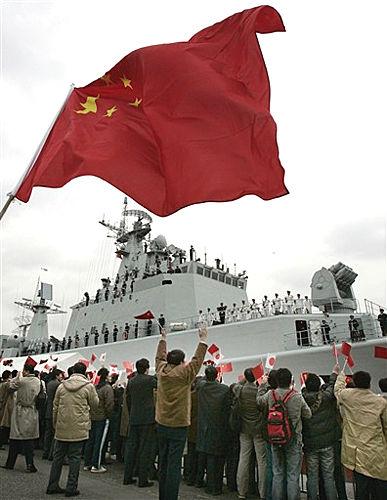 中国深圳舰访日始末:途中遇到台湾与美国舰队