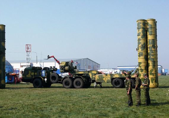 白俄罗斯欲购买俄S-400凯旋防空导弹系统(图)