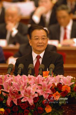 温家宝:中国军队完成20万员额裁军任务(图)