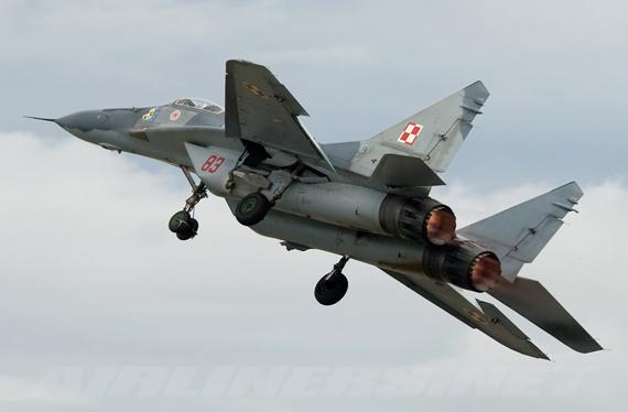 """这是俄罗斯""""米格""""飞机制造公司总裁安纳托利·别洛夫"""