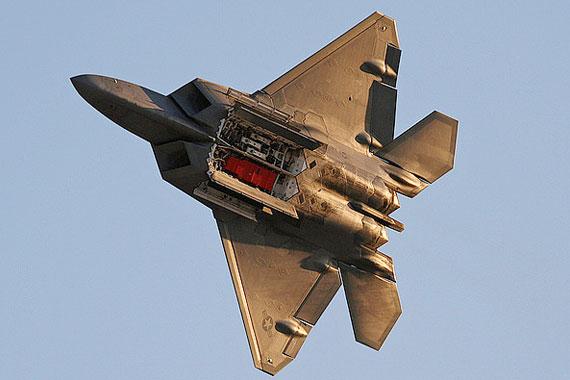 英国范堡罗国际航展开幕F-22隐形战机将参展