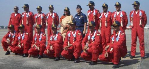 """印度空军""""阳光""""特技飞行团队。"""