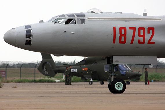 轰油六战机前机身摄影:安京新浪独家图片,未经许可不得转载。
