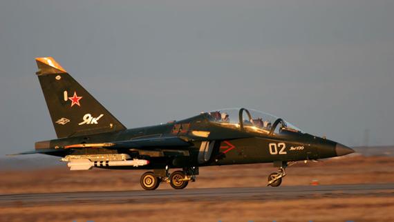"""""""猎鹰""""在最大爬升率、稳定盘旋过载等反映机动能力的性能指标上领先于雅克-130"""