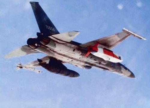 """台湾空军IDF战机挂载""""万剑弹""""升空"""