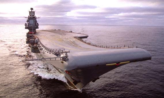 苏联时期身为成员国之一的乌克兰也曾为苏联建造的航母提供过众多重要组件。资料图:俄罗斯海军库兹涅佐夫海军元帅号航母