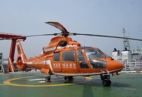 资料图片:雪龙号上的直9直升机(图片来源:人民网)