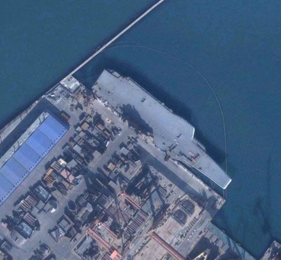 瓦良格航母卫星照片