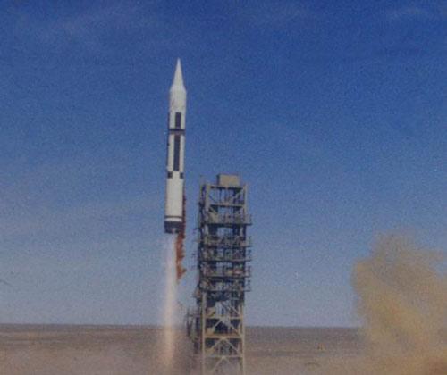 1980年5月18日,中国第一枚远程运载火箭发射成功。图片:中国酒泉卫星发射中心