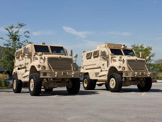 """英国的亲密盟友美国放弃了""""爱斯基摩犬""""最终选择了奥什科什(Oshkosh)公司的防地雷反伏击全地形车(M-ATV)"""