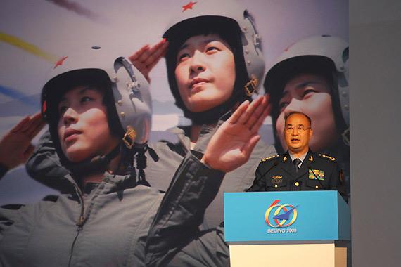 空军司令员许其亮上将发表演讲。新华军事记者赵薇摄