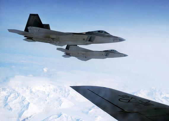 美国空军第四代F-22A战机已装备上百架并形成战斗力