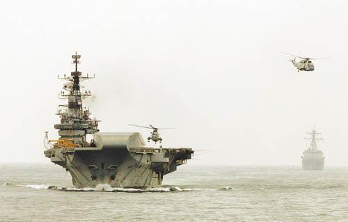 """印度海军""""维拉特""""号航母。"""