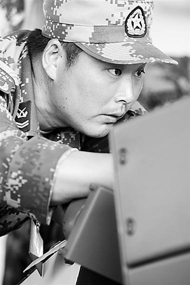 北京军区某团四级士官丁辉。韩光伟摄