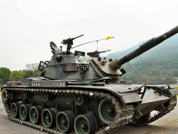 Taiwan Army M60A3 main battle tanks and improved combat capability not as good as the PLA amphibious tanks and other light armored vehicles 。