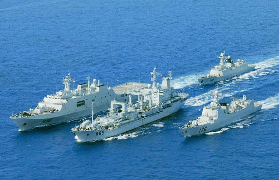 文章称就舰队而言,中国海军舰队规模稍大,但质量还差于日本海上自卫队